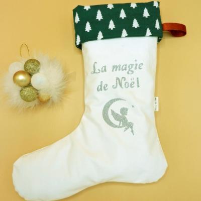 Botte de Noël blanche et revers à sapins verts