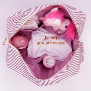 Duchesse or ange doaa 92 sac a langer rayures bordeaux et blanches motif rose bebe avec doudous b