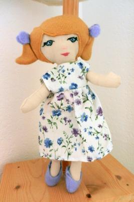 Petite poupée de chiffon Mistinguette cheveux blond vénitien