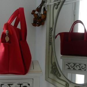 Duchesse or ange doas 9 sac boudoir rouge duveteux et satine c
