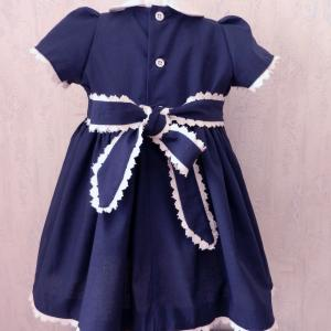 Duchesse or ange robe bebe bleu marine dentelle blanche b