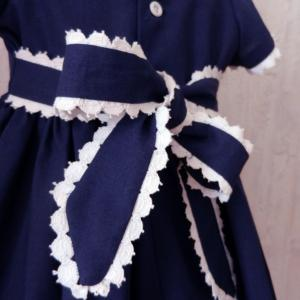 Duchesse or ange robe bebe bleu marine dentelle blanche c