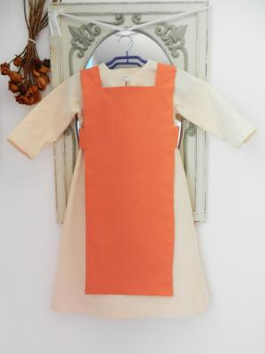 Robe viking écru avec son tablier en lin orange